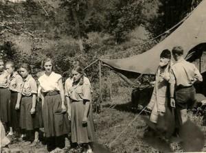 Владыка Нафанаил (Львов) в разведческом лагере, 1957 г.